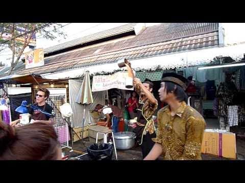Chatuchak Weekend Market Thai Iced Tea (*Teh Tarik - Pulled Tea), Bangkok HD