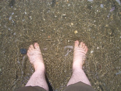 Füße im Meer (arschkalt!)
