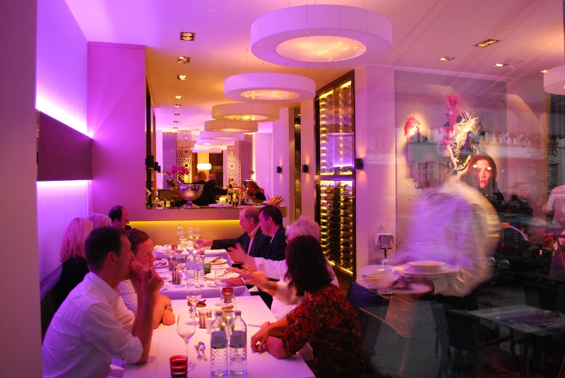 restaurant bond berlin 2 gillyberlin. Black Bedroom Furniture Sets. Home Design Ideas