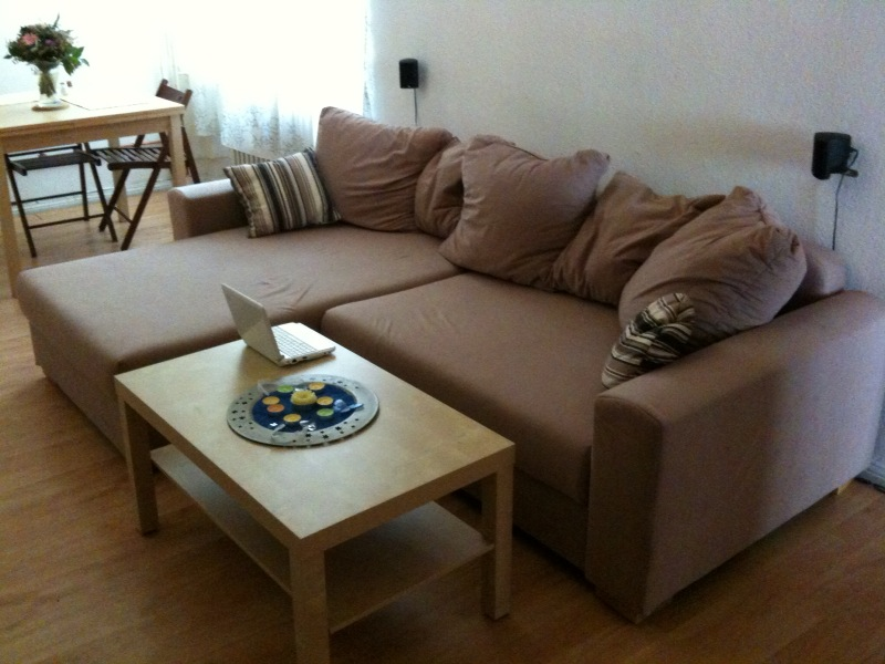 neue couch und neuer couchtisch gillyberlin. Black Bedroom Furniture Sets. Home Design Ideas