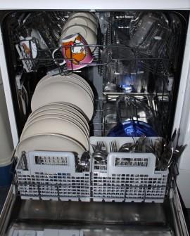 Bauknecht GSFP 6140 ET A+- beladen mit sauberem Geschirr
