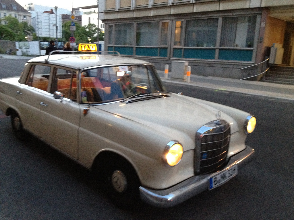 Ältestes Taxi Berlin Mercedes 190 Diesel Million Kilometer