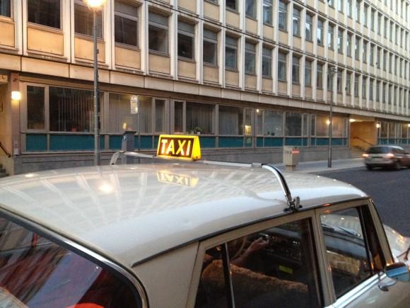 Ältestes Taxi Berlin Mercedes 190 Diesel