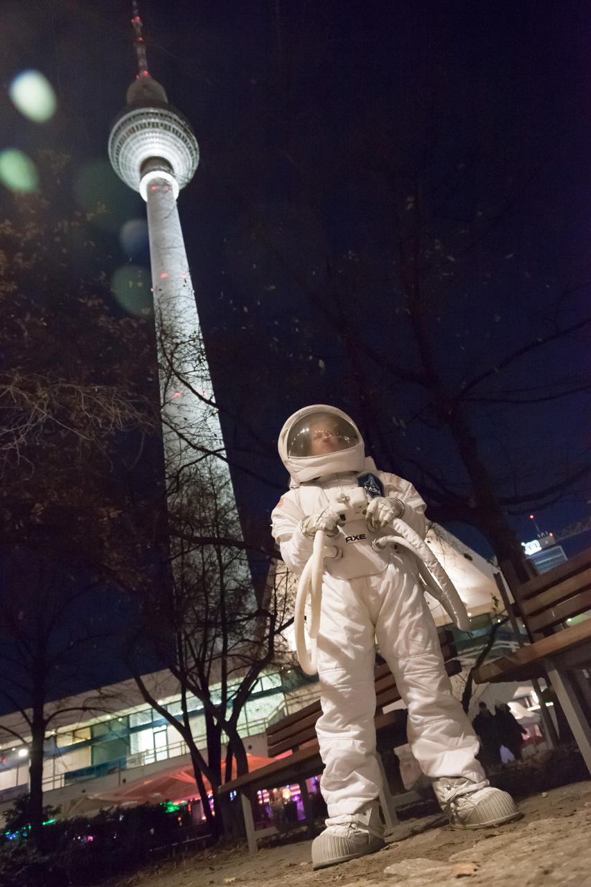 astronaut space crusade berlin -#main