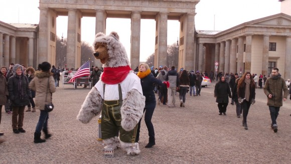 Berlin Bär in Lederhosen 1