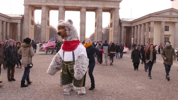 Berlin Bär in Lederhosen 1