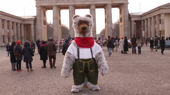 Berlin Bär in Lederhosen 3