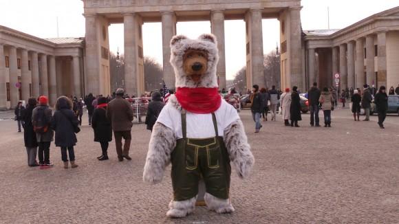 Berlin Bär in Lederhosen 3