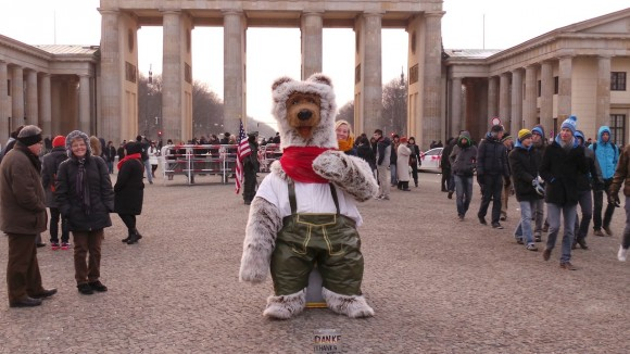 Berlin Bär in Lederhosen 2