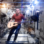 "Das erste Musikvideo aus dem All: Chris Hadfield covert David Bowies ""Space Oddity"""