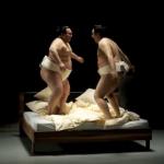 Werbespots: Sumo-Ringer vs Möbel