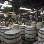 So werden Holzfässer für Wein, Whisky und co. hergestellt