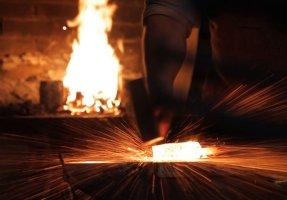 Handwerkskunst: The Birth Of A Tool – Part III: Damascus steel knife making