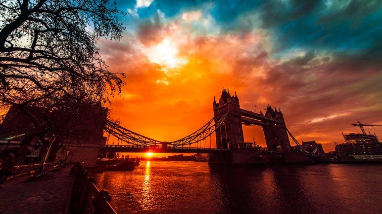 Timlapse: Tower Bridge, The Dubstep Movement