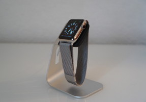 Spigen Apple Watch Stand S330 Aluminium Uhrenständer Docking Station 07