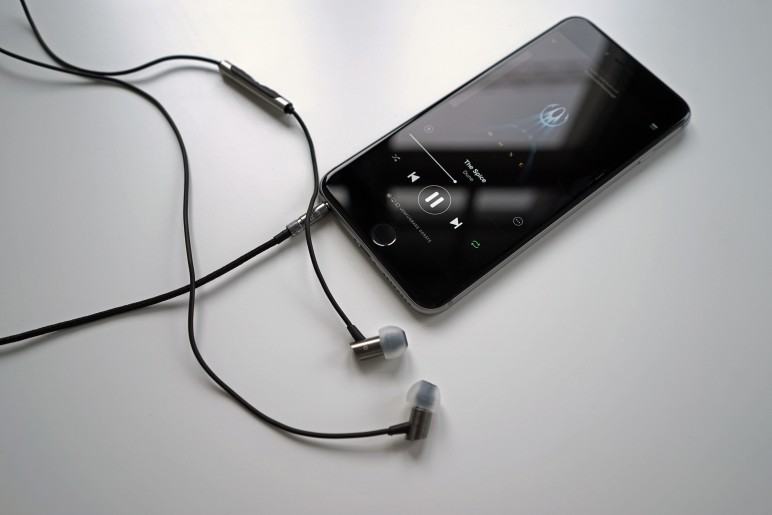 RHA-S500i_In-Ear-Kopfhoerer_iPhone