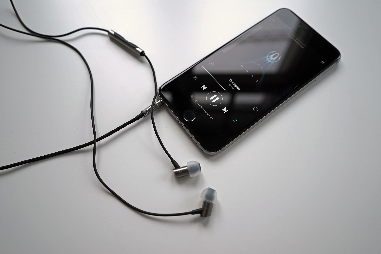 RHA-S500i_In-Ear-Kopfhoerer_iPhone