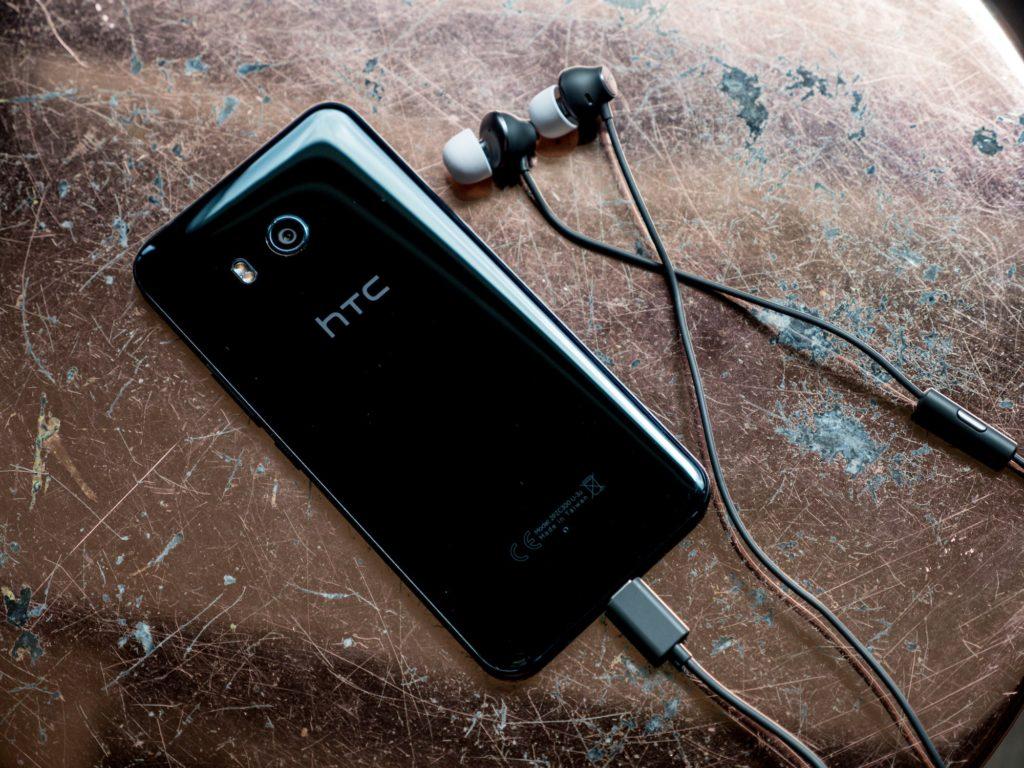 HTC U11 mit USB-Typ-C-Kopfhörern