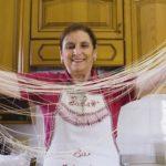 So werden Su Filindeu-Nudeln traditionell hergestellt