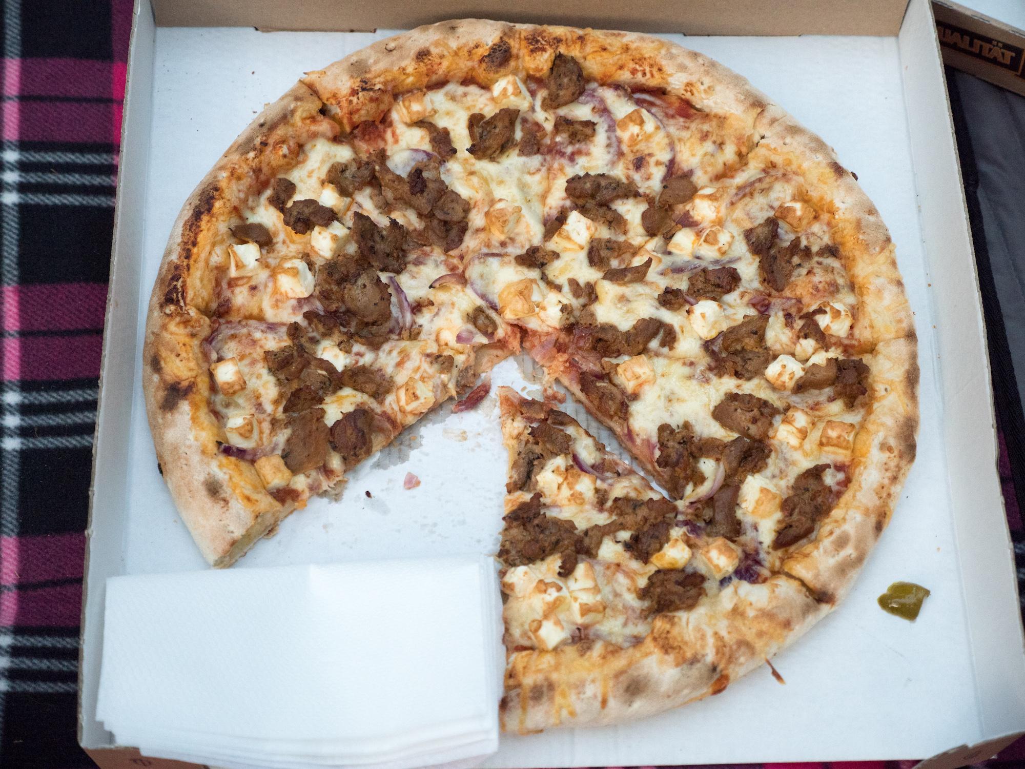 werbung geburtstags pizza party mit den hallopizza sommerpizzen gillyberlin. Black Bedroom Furniture Sets. Home Design Ideas
